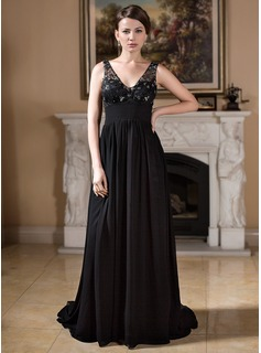 A-Line/Princess V-neck Court Train Chiffon Tulle Mother of the Bride Dress With Ruffle Beading