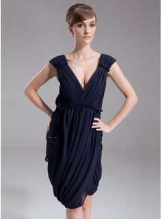 Sheath V-neck Knee-Length Chiffon Cocktail Dress With Ruffle (016021164)