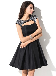 A-Line/Princess Sweetheart Short/Mini Taffeta Homecoming Dress With Lace