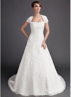 A-Line/Princess Sweetheart Chapel Train Chiffon Wedding Dress With Embroidery Beading