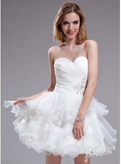 A-Line/Princess Sweetheart Short/Mini Organza Homecoming Dress With Lace Beading Cascading Ruffles