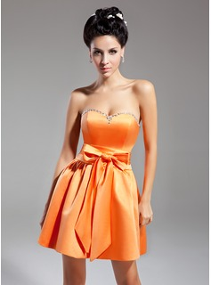 A-Line/Princess Sweetheart Short/Mini Satin Homecoming Dress With Beading Bow(s)