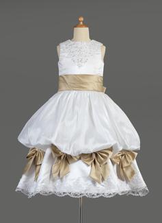Corte imperial Escote redondo Té de longitud Satén Vestido para niña de arras con Volantes Encaje Fajas Bordado Lazo(s)