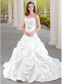 Ball-Gown Sweetheart Chapel Train Satin Wedding Dress With Ruffle Lace Beadwork