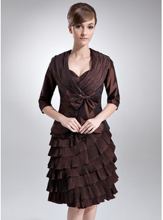 Sheath/Column Sweetheart Knee-Length Taffeta Mother of the Bride Dress With Ruffle