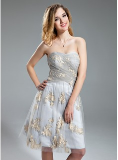 A-Line/Princess Sweetheart Knee-Length Tulle Homecoming Dress With Ruffle Appliques Lace