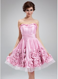 A-Line/Princess Sweetheart Knee-Length Taffeta Tulle Homecoming Dress With Ruffle Flower(s)