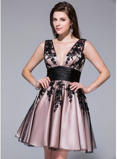 A-Line/Princess V-neck Short/Mini Tulle Charmeuse Homecoming Dress With Appliques Lace