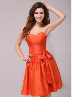 A-Line/Princess Sweetheart Knee-Length Taffeta Homecoming Dress