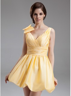A-Line/Princess V-neck Short/Mini Taffeta Homecoming Dress With Ruffle (022020596)