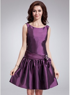 A-Line/Princess Scoop Neck Knee-Length Taffeta Cocktail Dress With Sash