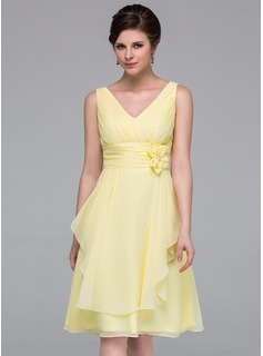 A-Line/Princess V-neck Knee-Length Chiffon Bridesmaid Dress With Ruffle Flower(s)