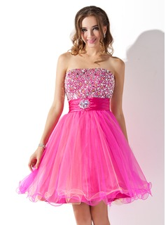 A-Line/Princess Strapless Knee-Length Tulle Charmeuse Homecoming Dress With Ruffle Beading