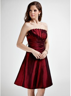 A-Line/Princess Scalloped Neck Knee-Length Taffeta Homecoming Dress With Ruffle