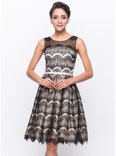 A-Line/Princess Scoop Neck Knee-Length Tulle Charmeuse Lace Cocktail Dress