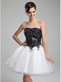 A-Line/Princess Sweetheart Knee-Length Organza Sequined Homecoming Dress With Lace