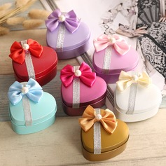 Heart-shaped Favor Tin With Bow  (050075241)