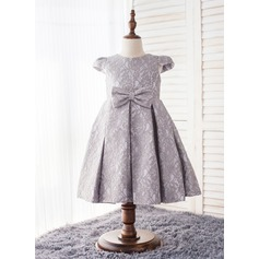 A-Line/Princess Knee-length Flower Girl Dress - Lace/Polyester Short Sleeves Scoop Neck With Bow(s)
