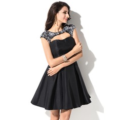 A-Line/Princess Sweetheart Short/Mini Taffeta Homecoming Dress With Appliques Lace