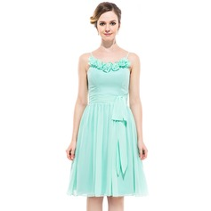 A-Line/Princess Scoop Neck Knee-Length Chiffon Bridesmaid Dress With Flower(s) Bow(s)