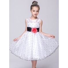 A-Line/Princess Knee-length Flower Girl Dress - Polyester Sleeveless Scoop Neck With Sash/Flower(s)