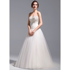 A-Line/Princess Sweetheart Chapel Train Tulle Wedding Dress With Appliques Lace