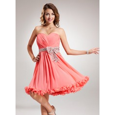 A-Line/Princess Sweetheart Knee-Length Chiffon Homecoming Dress With Ruffle Sequins Bow(s)