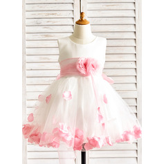 A-Line/Princess Knee-length Flower Girl Dress - Organza/Satin/Tulle Sleeveless Scoop Neck With Flower(s) (010091884)