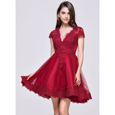 A-Line/Princess V-neck Short/Mini Tulle Homecoming Dress With Appliques Lace (022068817)