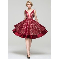 A-Line/Princess V-neck Knee-Length Cocktail Dress