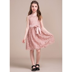 A-Line/Princess Knee-length Flower Girl Dress - Charmeuse/Lace Sleeveless Scalloped Neck With Bow(s)