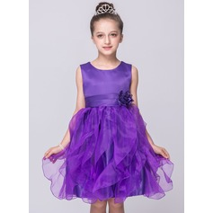 A-Line/Princess Knee-length Flower Girl Dress - Tulle/Polyester Sleeveless Scoop Neck With Flower(s)