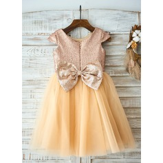 A-Line/Princess Knee-length Flower Girl Dress - Tulle/Sequined Short Sleeves Scoop Neck With Bow(s)