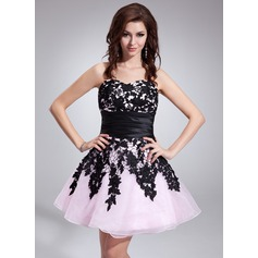 A-Line/Princess Sweetheart Short/Mini Organza Homecoming Dress With Lace Sash