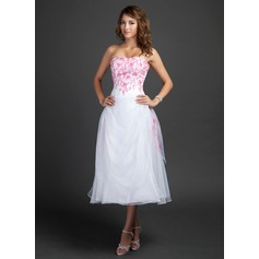 A-Line/Princess Sweetheart Tea-Length Organza Homecoming Dress With Embroidered Ruffle Beading