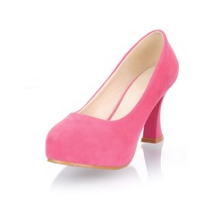 Velvet Spool Heel Closed Toe Platform Pumps (085025202)