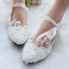 Women's Patent Leather Flat Heel Closed Toe Flats With Imitation Pearl Lace-up Applique (047106269)