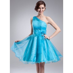 A-Line/Princess One-Shoulder Knee-Length Organza Homecoming Dress With Ruffle Bow(s)