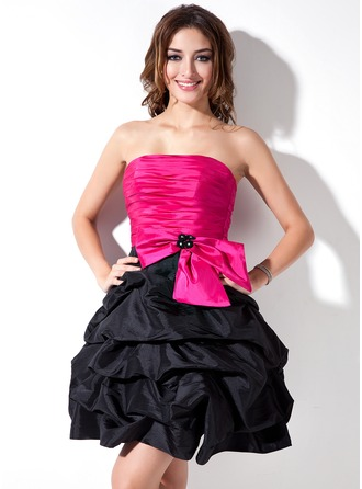 A-Line/Princess Strapless Short/Mini Taffeta Cocktail Dress With Ruffle Beading Bow(s)