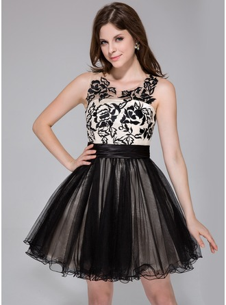 A-Line/Princess Scoop Neck Short/Mini Charmeuse Tulle Homecoming Dress With Ruffle Lace