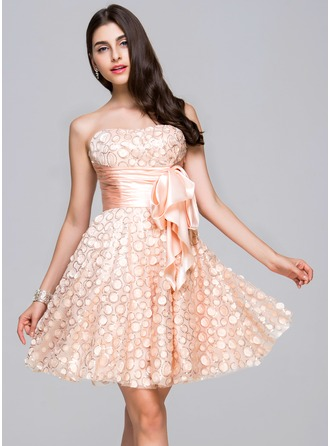 A-Line/Princess Sweetheart Knee-Length Tulle Homecoming Dress With Ruffle Sequins Bow(s)
