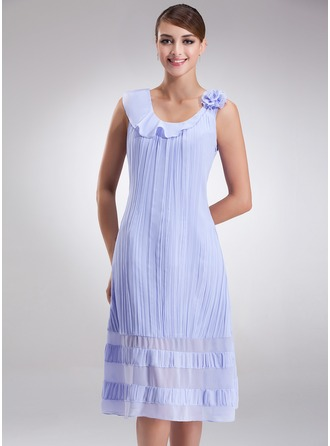 A-Line/Princess Scoop Neck Knee-Length Chiffon Mother of the Bride Dress With Flower(s) Pleated