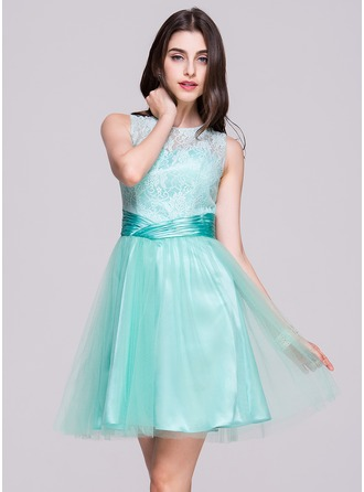 A-Line/Princess Scoop Neck Knee-Length Satin Tulle Lace Homecoming Dress With Ruffle