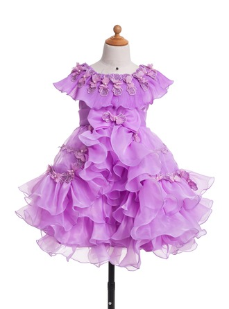 A-Line/Princess Scoop Neck Knee-Length Satin Flower Girl Dress With Appliques Lace