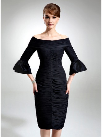 Linjeform Off-the-Shoulder Knelengde Chiffong Cocktailkjole med Frynse