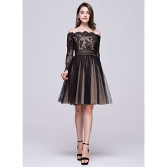 A-Line/Princess Off-the-Shoulder Knee-Length Tulle Lace Homecoming Dress With Ruffle Bow(s)