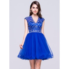 A-Line/Princess V-neck Short/Mini Tulle Homecoming Dress With Beading Sequins