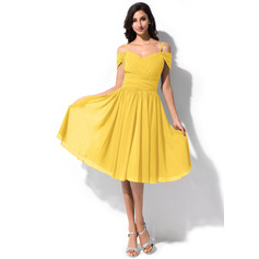 A-Line/Princess Off-the-Shoulder Knee-Length Chiffon Bridesmaid Dress With Ruffle