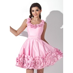 A-Line/Princess Scoop Neck Short/Mini Taffeta Homecoming Dress With Flower(s)